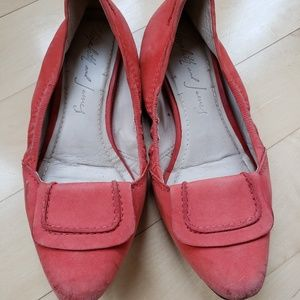 Elisabeth and James Coral Suede Flats sz 8